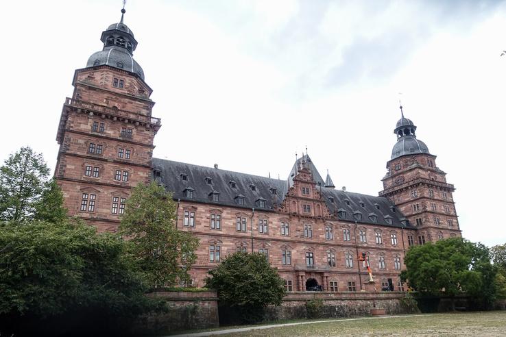 Az aschaffenburgi kastély a hely vörös homokkőből készült, ami nagyon szép, de folyamatos felújítást kíván