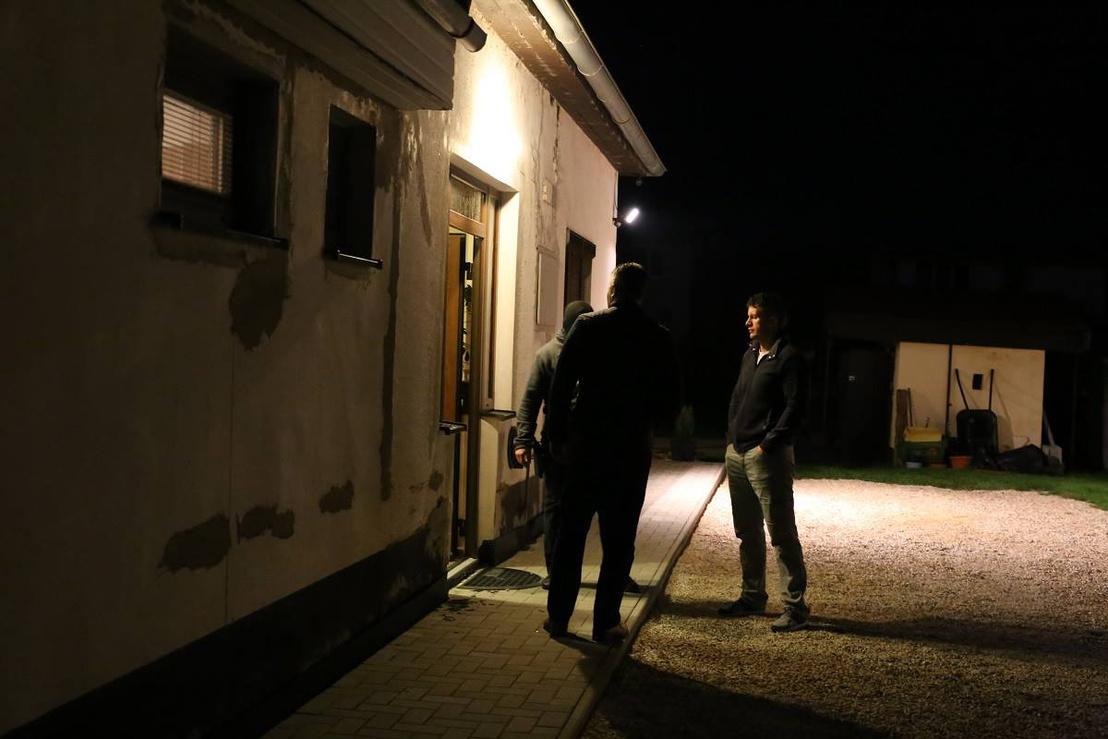 A szlovák rendőrség felvételei az akció egyik helyszínéről
