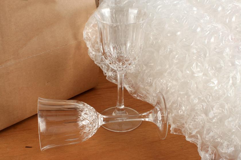 Nem törnek el a poharak, ha így csomagolod őket: mutatjuk a legjobb tárolási módszert törékeny tárgyakhoz