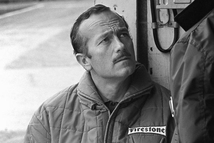 A könnyű versenyautók atyja, Colin Chapman