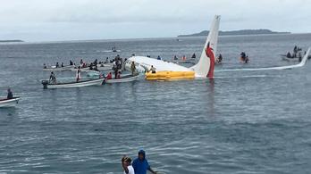 Túlfutott és a tengerben állt meg egy Boeing, mindenki túlélte