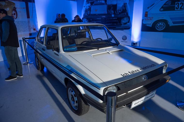 A Volkswagen is készült az eseményre, az 1976-ban bemutatott elektromos Golf akkoriban igazi kuriózumnak számított