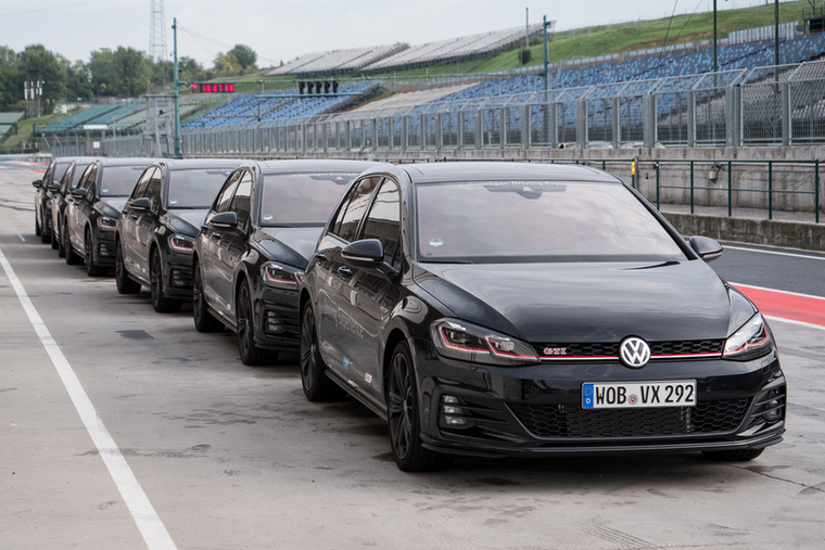 Hat Golf GTI Performance szép sorban
