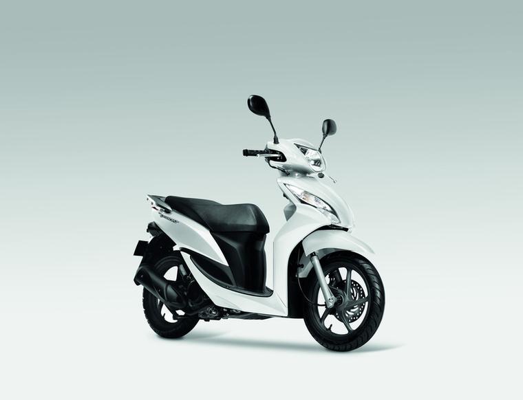 Honda Vision 110                         A 110-es Vision két dolgot mutat meg jól: az egyik, hogy a köbcenti nem minden, a másik, hogy mennyit levesz az ékszíjautomata váltó