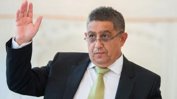 Újra 800 ezerre emelték az ORÖ elnökének fizetését