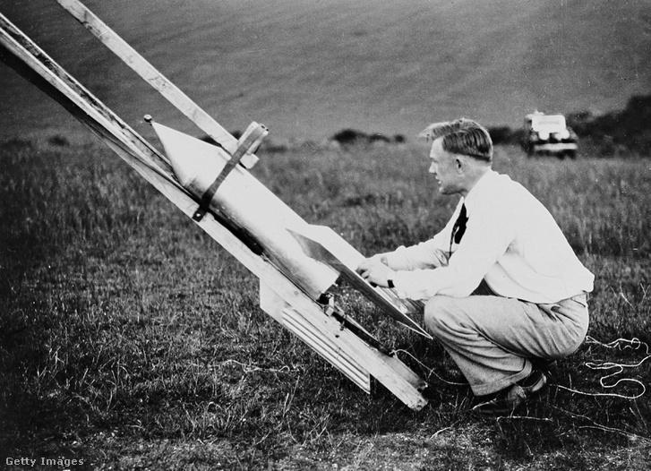 Gerhard Zucker német mérnök és üzletember rakétapostát lő fel 1934-ben Brightonban