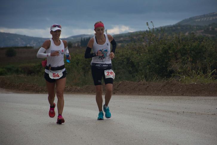 Maráz Zsuzsanna és a cseh Katerina Kasperová egy darabig egymás mellett futottak