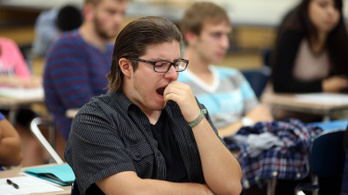 Alváskurzust indít a Harvard, mert egyre több diák tanul szétkoffeinezve éjszaka