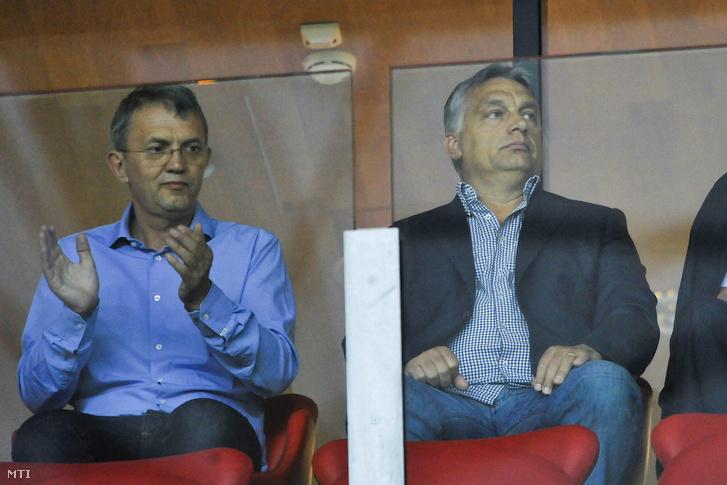 Orbán Viktor miniszterelnök és Garancsi István, a Videoton FC tulajdonosa a lelátón a labdarúgó Európa Liga-selejtezőjének harmadik fordulójában játszott Debreceni VSC - Rosenborg mérkőzésen a debreceni Nagyerdei Stadionban 2015. július 30-án.