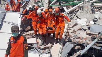 Földrengés Indonéziában: legalább 832 halott