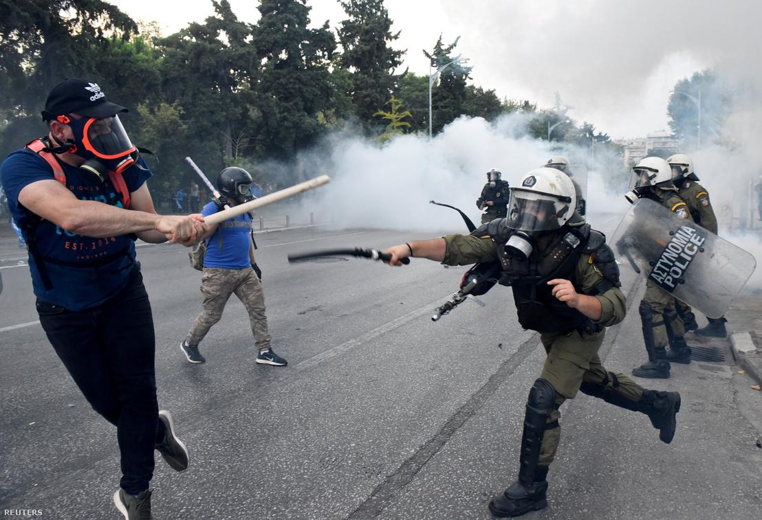 Tüntetők és rendőrök csapnak össze Szalonikiben 2018. szeptember 8-án
