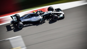 Hamilton helycserével nyerte az Orosz GP-t