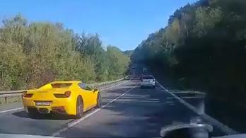 Ferrari, Porsche és Mercedes versenyzett Szlovákiában, egy embert megöltek