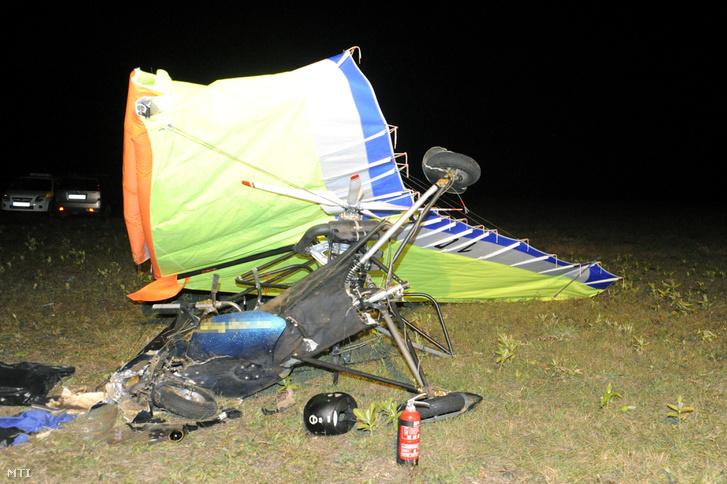 Összeroncsolódott motoros sárkányrepülőgép Inárcsnál 2018. szeptember 30-án este, miután a jármű felszállás közben visszacsapódott a földre. A repülőgép utasa a helyszínen meghalt, vezetője súlyosan megsérült.