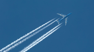 Most akkor mik azok a fehér csíkok az égen, amiket a repülők húznak?