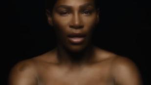 Serena Williams félmeztelenül énekelve lépett ki a komfortzónájából