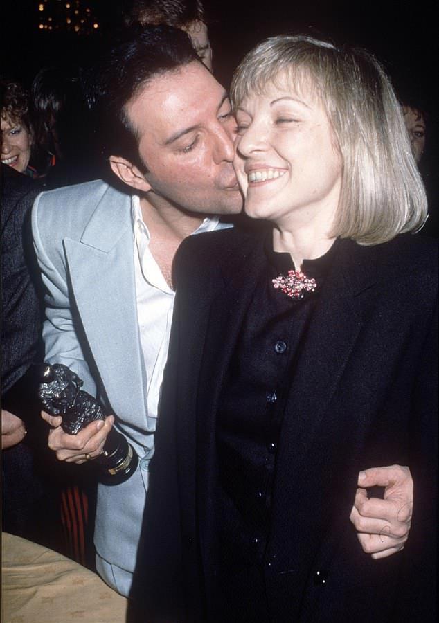 Freddie tényleg a feleségeként tekintett Mary-re: még a 28 szobás villáját is ráhagyta a halálakor.