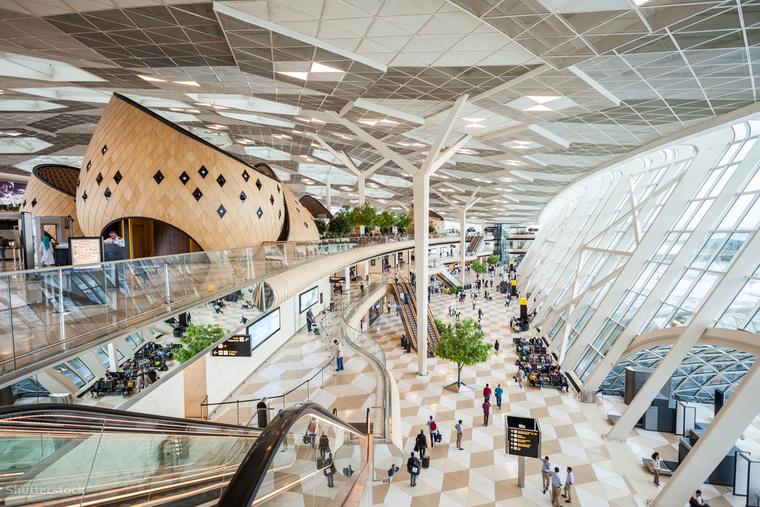 Az azerbajdzsáni Heydar Aliyev Nemzetközi Repülőtér gyönyörű belterét is látnod kell egyszer