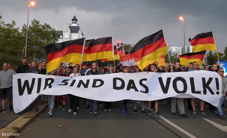 Szélsőjobboldali tüntetők vonulnak Chemnitzben 2018. szeptember 7-én