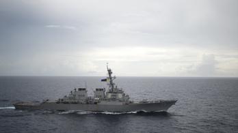 41 méterről keménykedett egy kínai hadihajó egy amerikaival