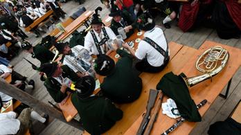 Álhírek terjedtek az Oktoberfesten, miután lecsapott a gyilkos állványozó