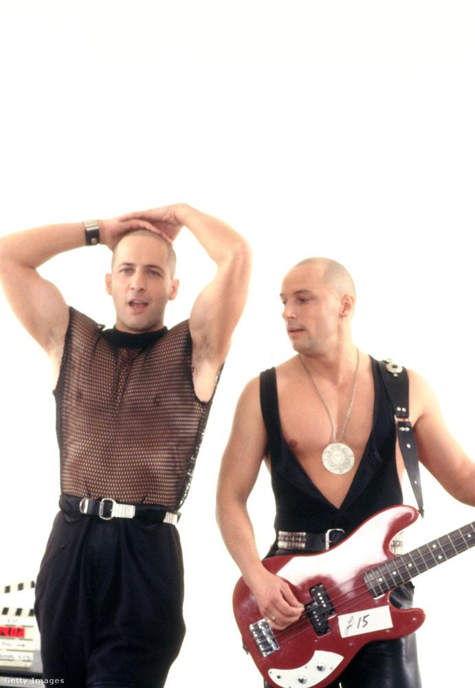 Így már beugrik? Ez a kép legismertebb klipjük forgatásán készült 1991-ben.