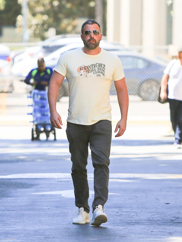 Öt hét telt el azóta, hogy Ben Afflecket a volt felesége, Jennifer Garner, láthatóan nagyon rossz állapotban rehabra szállította