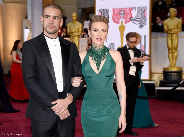 A zöld ruhás színésznőknél maradva beszéljünk egy kicsit Scarlett Johanssonról és (azóta már volt) férjéről, Romain Dauriacról