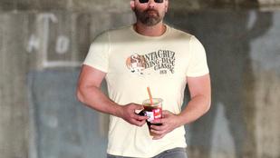 Ben Affleck hatalmas izmokkal és új frizurával jött ki az elvonóról