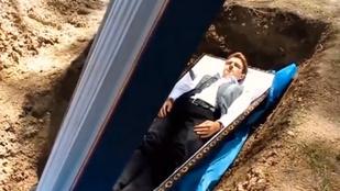 Élve temeti el pácienseit egy ukrán orvosszakértő