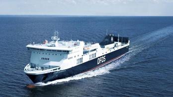 Lángolt egy komp 335 emberrel a fedélzetén a Balti-tengeren