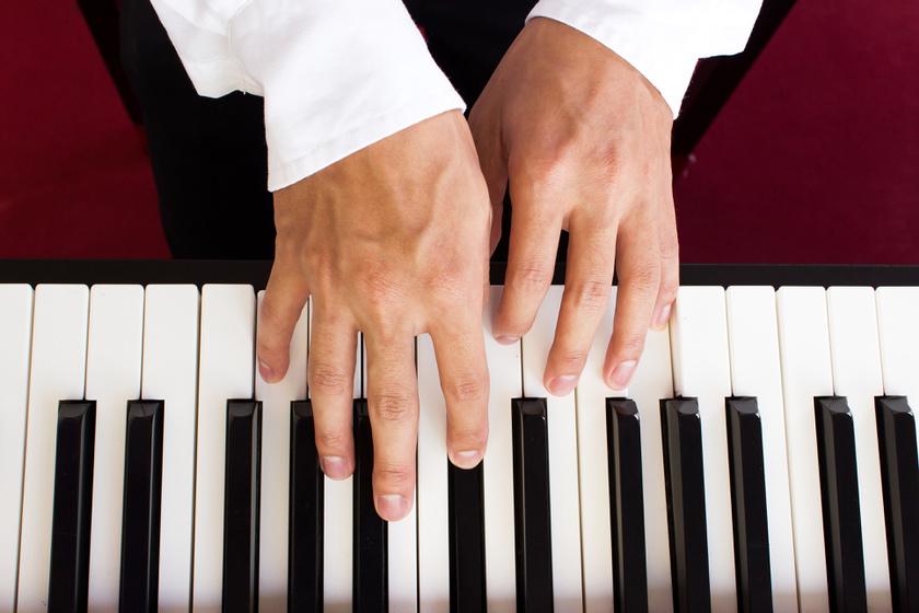 Amikor egy agysérülés hozza ki a zsenit: zongorázni kezdett a baleset után