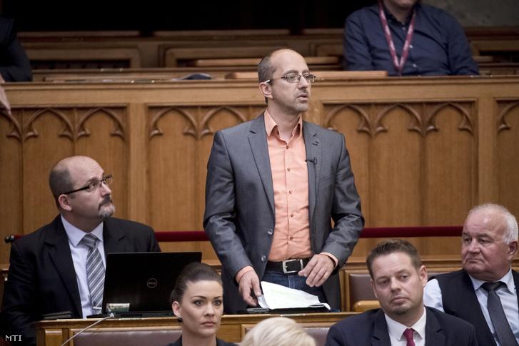 Szabó Szabolcs LMP-s képviselő napirend előtt felszólal az Országgyűlés plenáris ülésén 2018. június 11-én.