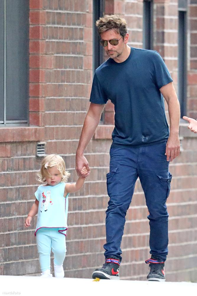 az akkor látottakhoz képest a színész külseje kifejezetten konszolidálódott, a kislányé pedig rengeteget változott