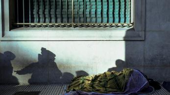 Elégethetik a hajléktalanok cuccait