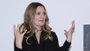 Nagyon béna Drew Barrymore-álinterjúval bukott le az EgyptAir