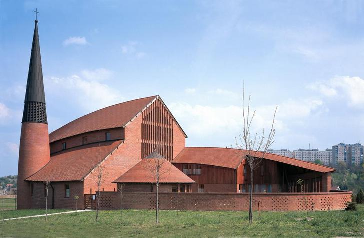 Nagy Tamás evangélikus temploma Dunaújvárosban (1995)