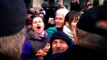 A Fidesz tényleg betiltotta két ember utcai beszélgetését?