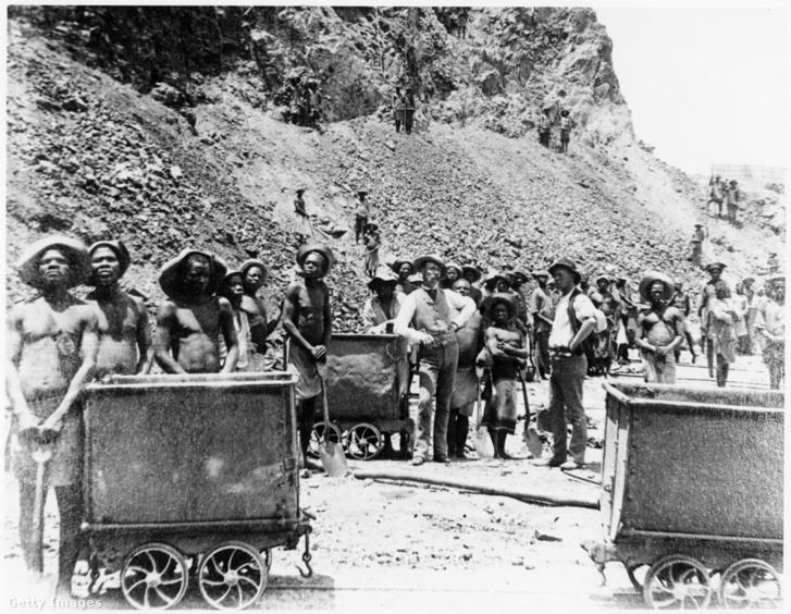 Zuluk dolgoznak a De Beers gyémántbányában, Kimberley, Dél-Afrika, kb.1885-ben