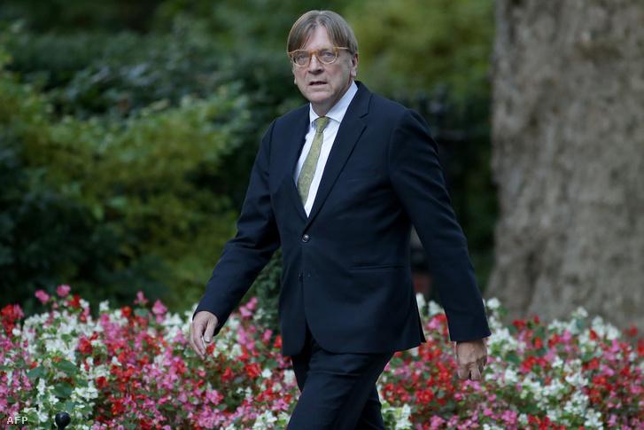 Az Európai Parlament Brexit koordinátora Guy Verhofstadt érkezik a Downing Streetre, Londonban 2018. szeptember 24-én