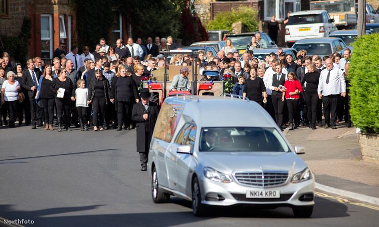 A temetést egy Matrock nevű településen tartották, és a szertartásban kb