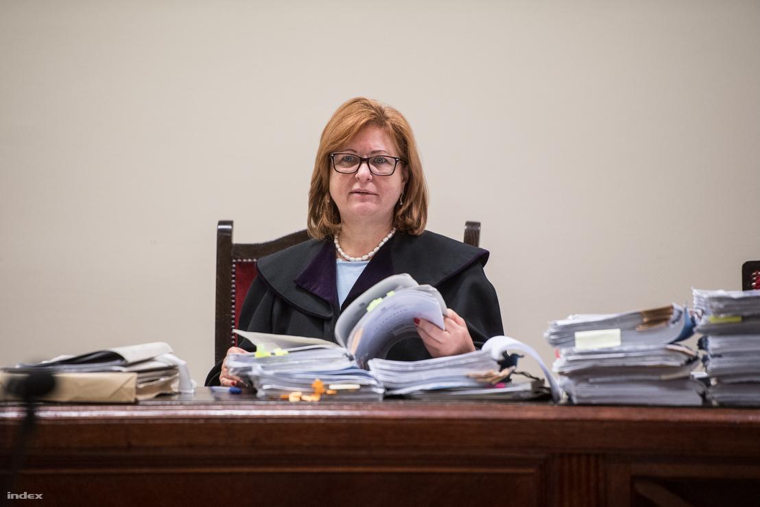 Dr. Galajda Ágnes, bíró a Fővárosi Törvényszék Büntető Kollégiumának Katonai Tanácsán tartott tárgyaláson, 2018. október 1-jén