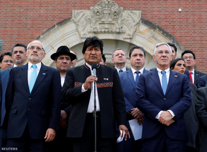 Evo Morales Bolívia elnöke beszél a hágai Nemzetközi Bíróság ítélete után 2018. október 1-én