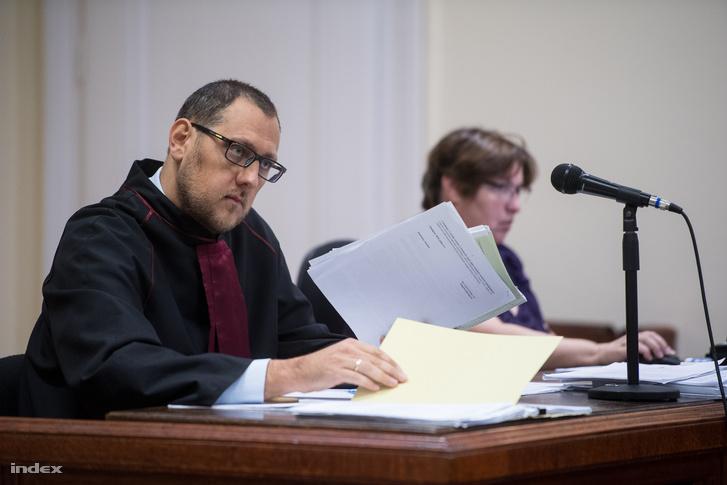 Az ügyész a Fővárosi Törvényszék Büntető Kollégiumának Katonai Tanácsán tartott tárgyaláson, 2018. október 1-jén