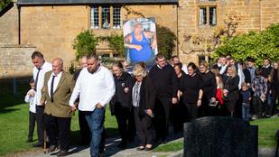 Extravagáns temetése volt a brit Cigánykirálynak
