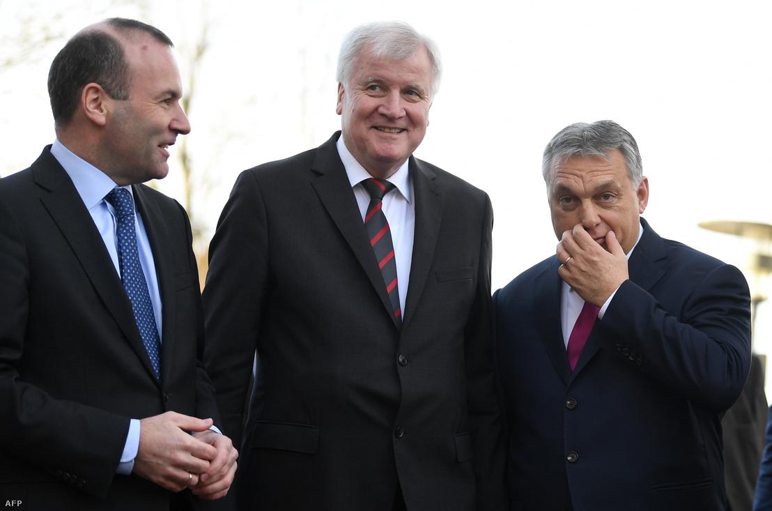 Manfred Weber (Balra), Horst Seehofer (CSU vezetője) és Orbán Viktor, Seeon Abbey, Németország, 2018. január 5.