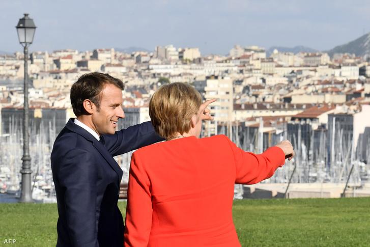 Emmanuel Macron beszél Angela Merkellel Marseilleben 2018. szeptember 7-én