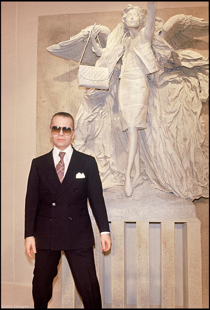 Nettó vagyona 200 millió dollár, amiből 42.553 darab Chanel Boy táskát tudna venni