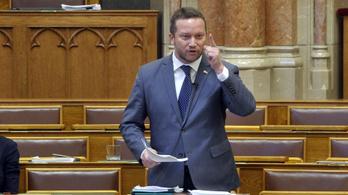 Ujhelyi vitára hívja ki a Sargentini-jelentést kommunistázó nagykőrösi fideszeseket