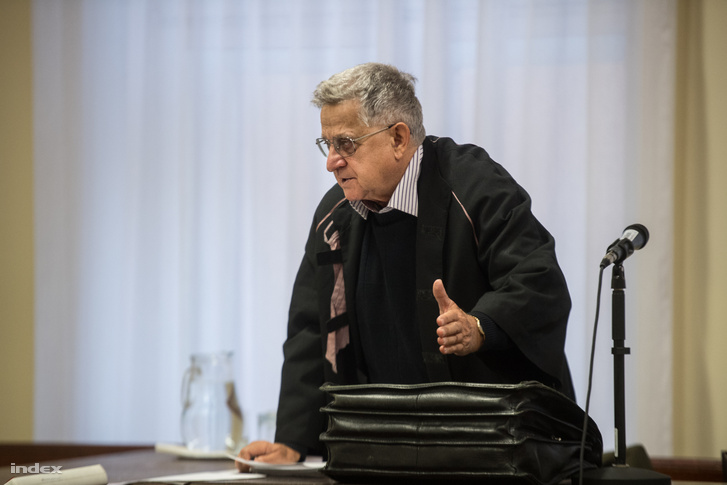 Pintér András, az elsőrendű vádlott védője a Fővárosi Törvényszék Büntető Kollégiumának Katonai Tanácsán tartott tárgyaláson, 2018. október 1-jén
